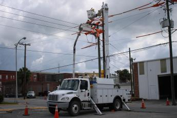 FPL crews at work on Northwest Columbia Avenue power lines last week. (TONY BRITT)