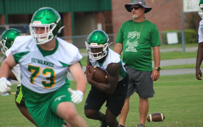 Suwannee quarterback Jaquez Moore follows a block up the field during practice on Aug. 25. (JAMIE WACHTER/Lake City Reporter)