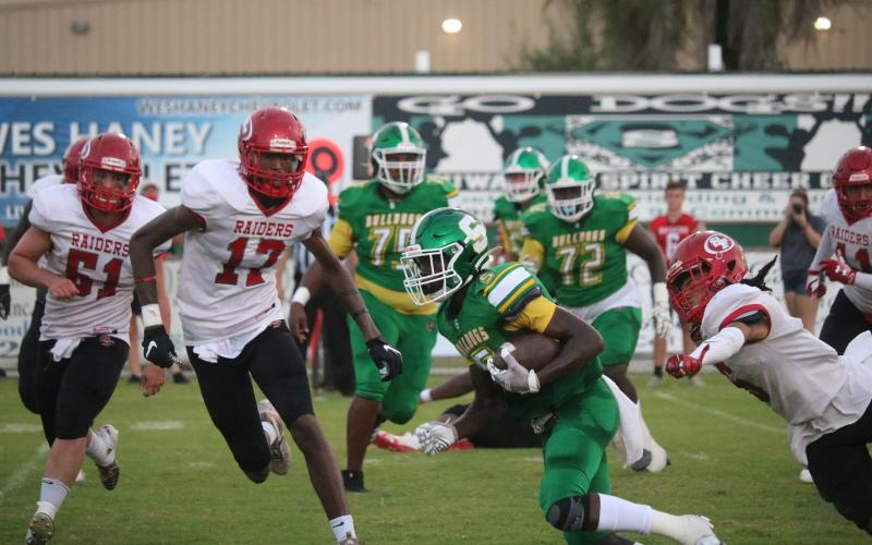 Suwannee receiver Terrell Atkinson speeds up the field with the ball against Santa Fe last Friday. (TONY BRITT/Lake City Reporter)