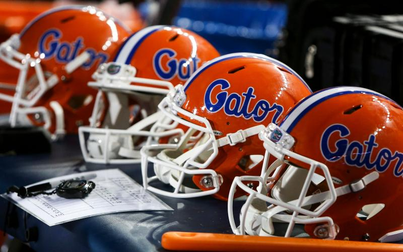 COLLEGE FOOTBALL: Florida stays No. 10 in AP Top 25 ...